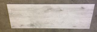 Houtlook tegel 30x120 cm Omino grijs DC 2 op de vloer is ook leverbaar in 20x120 cm