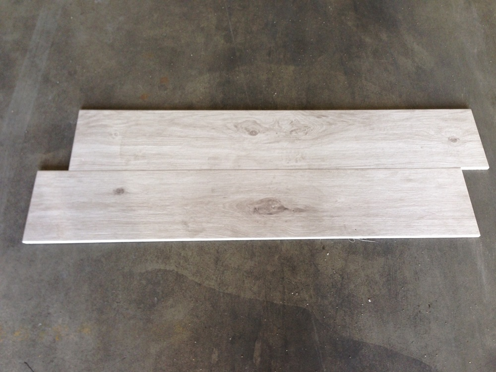 Badkamertegels Lichtgrijs : Houtlook tegels cm a licht grijs rbtegels