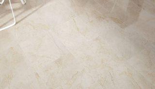 Taupe grijs beige marmerlook gepolijst vloertegels 120x120 cm in de eetkamer