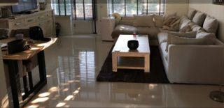 woonkamer gepolijste vloertegels beige 60x60 cm Nr. 59