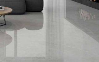 Gepolijst vloertegel 75x75 cm marmerlook Licht Grijs P6 in de woonkamer
