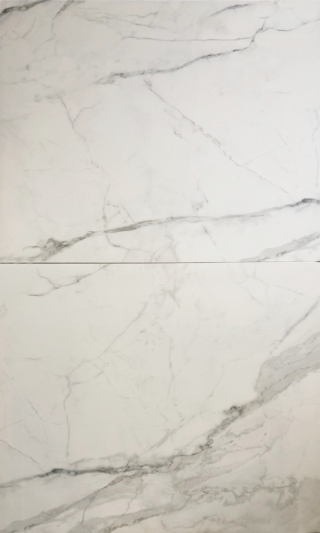 Gepolijst vloertegel 90x90 cm marmerlook Carrara wit Nr. 56 is mooi op de vloer en wand