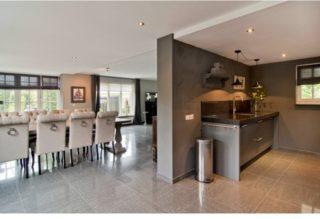 Hoogglans vloertegel 60x60 cm Cosmos Grijs Nr. 45 als keuken en woonkamer tegels