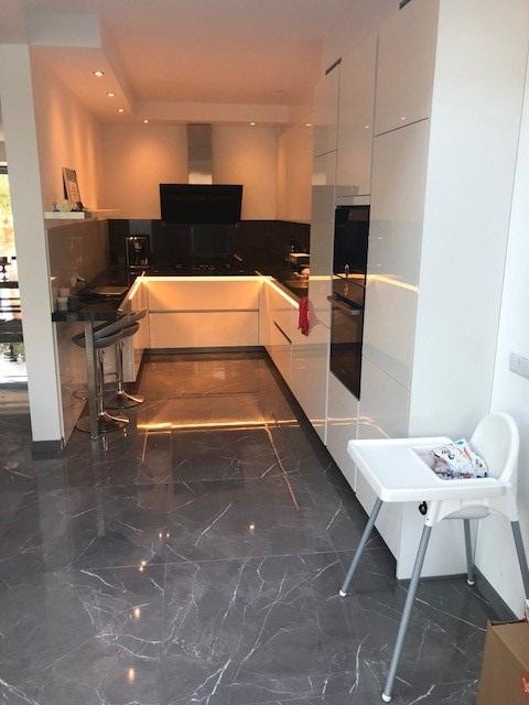 Hoogglans vloertegel 80×80 cm Marmerlook Grijs A76 als keukentegels te gebruiken
