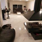 Marmerlook wit tegels met grijze aders in de woonkamer ook in mat leverbaar