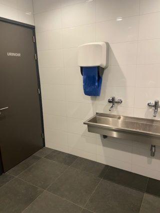 Hoogglans wandtegel 30×60 cm A keus Glans Wit gerectificeerd bij de toiletten