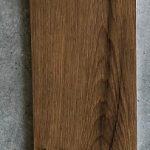 Houtlook tegel 20x120 cm kersen bruin met zwarte noest