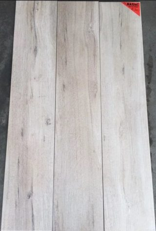 Houtlook tegel 23×120 cm Bone Beige F3 op de vloer