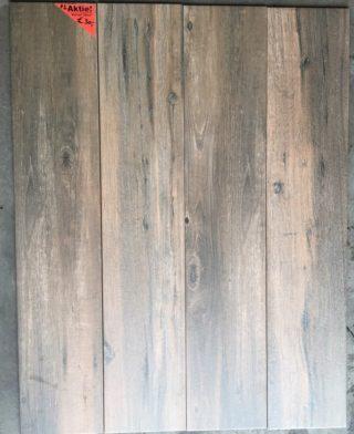 Houtlook tegel 23×120 cm Walnoot Bruin F1 tegen de wand