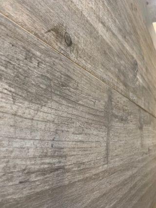 Houtlook tegel 30x120 cm Taupe Grijs Noesten C44 als badkamertegel en woonkamer vloer