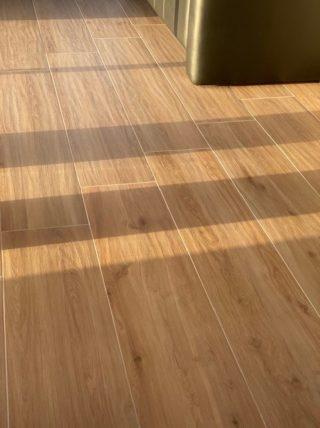 Houtlook tegel 30x150 cm Favor Naturel N7 is te gebruiken voor vloer- en wandtegels