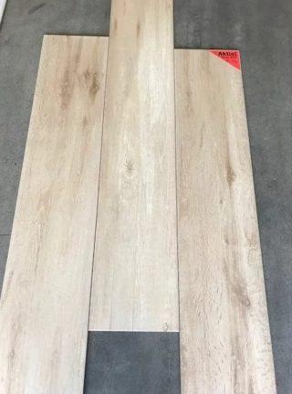 Keramisch parket 23x120 cm Licht Beige F2 op de vloer gelegd