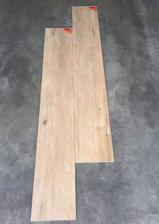 Keramisch parket 27×163 cm Bruin DC1 op de vloer