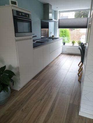 Keramisch parket 30x120 cm Licht bruin DC 5 in de keuken
