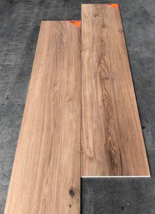 Keramisch parket 30x150 cm N14 bruin Favor Miles op de vloer