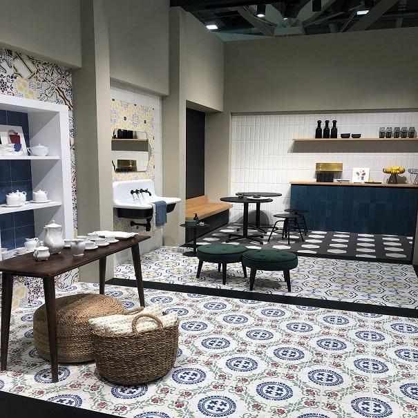 De kleur van de vloertegels en wandtegels in de keuken zijn erg bepalend voor stijl en sfeer die je creëert.