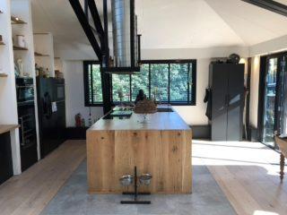 Vloertegel 120x120 cm betonlook grijs C26 is mooi op de vloer en wand