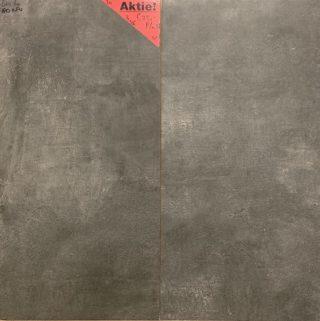 zwart betonlook tegel als wand- en vloertegel te gebruiken