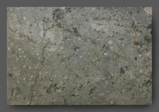 Vloertegel 45x65 cm natuursteenlook Hades Antraciet H51 is geschikt voor zowel de vloer of de wand. Deze gebakken keramische tegels zijn niet te onderscheiden van origineel natuursteen door het natuurlijke reliëf. Keramische tegels zijn gemakkelijker te onderhouden en hoeven niet geïmpregneerd te worden.