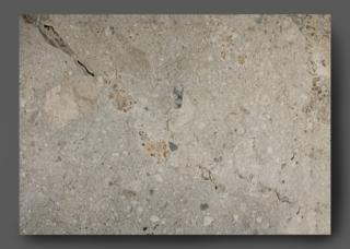 Vloertegel 45x65 cm natuursteenlook Persephone Bruin Grijs H55 is geschikt voor zowel de vloer of de wand. Deze gebakken keramische tegels zijn niet te onderscheiden van origineel natuursteen door het natuurlijke reliëf. Keramische tegels zijn gemakkelijker te onderhouden en hoeven niet geïmpregneerd te worden.