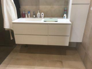 Vloertegel 60×60 cm betonlook Beige DC24 in de badkamer