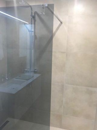 Vloertegel 60×60 cm betonlook Beige DC24 in de douche
