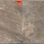 Vloertegel 60x60 leisteen look grijs taupe basalto grigio op de vloer