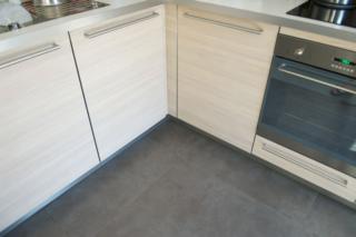 Keuken vloer met vloertegel 60x60 cm cementi Grigio taupe nr 21