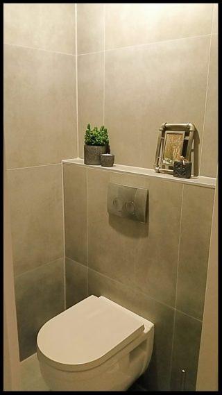Vloertegel 60x60 cm betonlook Fairy Grijs H97 als wc tegels gebruikt op de wand en vloer