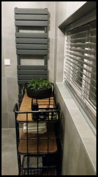 Vloertegel 60x60 cm betonlook Fairy Grijs H97 in de badkamer geplaatst