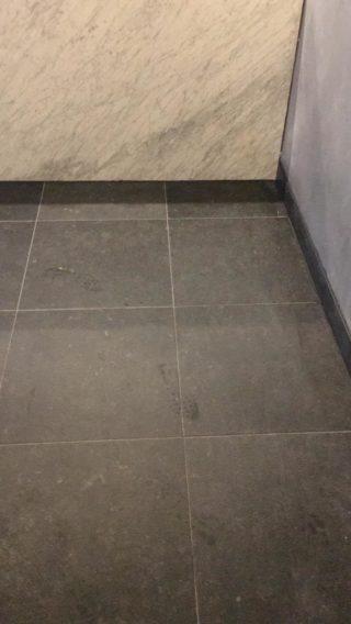 Vloertegel 60x60 cm DC 26 Belgian Noir Antraciet hardsteen imitatie is mooi op de wand