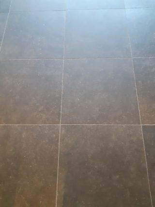 Vloertegel 60x60 cm DC 26 Belgian Noir Antraciet hardsteen imitatie in de keuken