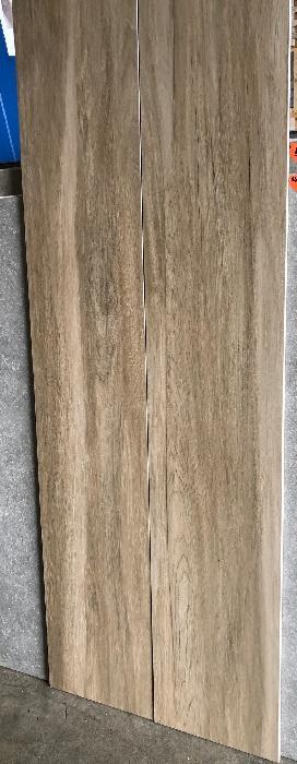 Houtlook tegel 30x180 cm bruin S1 tegen de wand