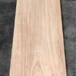 keramisch parket 30x150 cm N6 kerota beige op de vloer