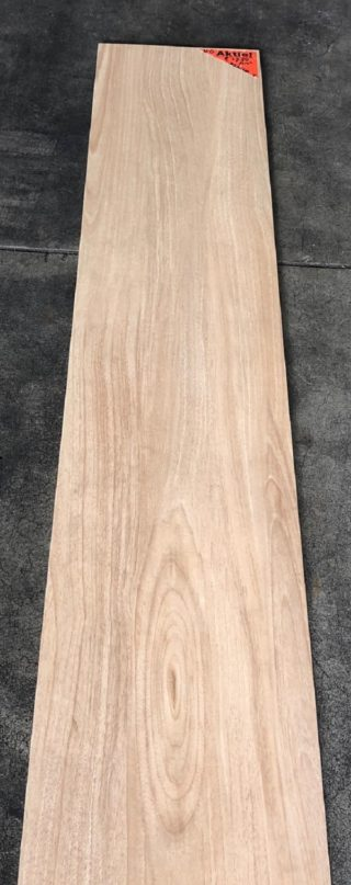 Keramisch parket 30x150 cm Kerota Beige N6 op de vloer